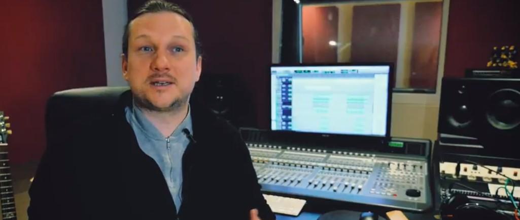 Der ganz schön immersive Sebastian Gsuck von den MediaApes.  Wovon spricht er wohl gerade in dieser Filmszene?