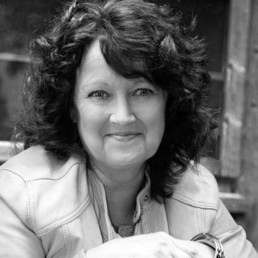 Jutta Diemer, Leiterin Redaktionsleitung, jutta.diemer@schwarzer.de, +49 (0) 176 569 121 64